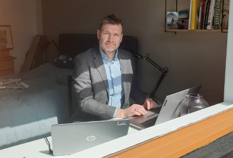 HJEMMEKONTOR: Fredrik Mydske Nilsen må jobbe hjemmefra.