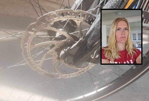 HÆRVERK: Amalie Ekeland opplevde at noen sparket til sykkelen hennes natt til tirsdag. Nå er den påført flere skader og sendt til reparasjon.
