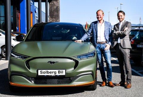 ØKER OVERSKUDDET: Solberg bil i Skien, ved  Ole B. Solberg og daglig leder Eric Lomme, hadde en fin utvikling i 2020 og økte overskuddet til 10,2 millioner kroner.