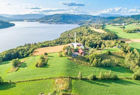 OVERSIKT: Slik ser deler av eiendommen ut fra luften.
