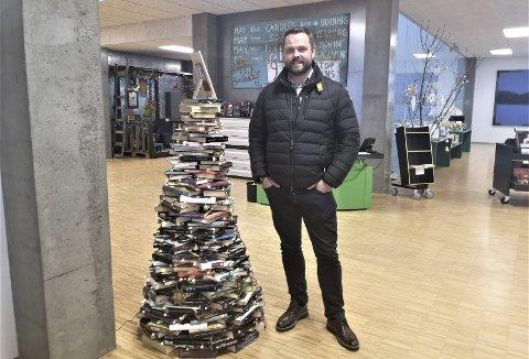 TOK GREP: Rådmannen i Seljord, Finn-Arild Bystrøm, har erfaring fra politiet og Røde Kors. Da nettrollene gikk til angrep på Seljord ungdomsskole, tok han grep umiddelbart.