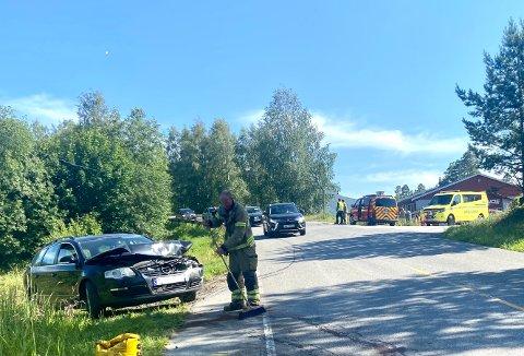 MATERIELLE SKADER: Ingen av de seks involverte kom til skade, bilene ble påført stor skade.