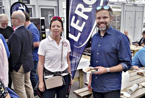 Skøytetopper: Mona Adolfsen ble søndag gjenvalgt som president i Norges Skøyteforbund på tinget i Kristiansund. Her sammen med konstituert generalsekretær Lasse Sætre i Arena Nordvest.