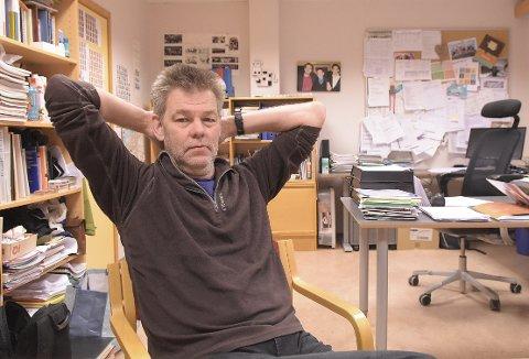 SPENT: Rektor Kristian Lund Silseth ved Nordmøre Folkehøgskule er spent på om skolen får færre søkere etter at skolen har kuttet flyreiser til eksotiske reisemål som en del av tilbudet elevene får.