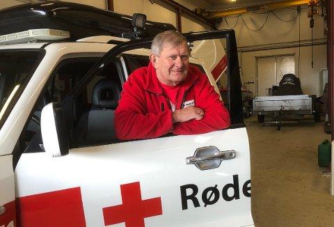 BEREDSKAP: Reidar Brøske og Surnadal Røde Kors er i beredskapsvakt hele døgnet til og med 2. påskedag. Han håper at hjelpekorpset ikke får bruk for det gode utstyret de har til rådighet.