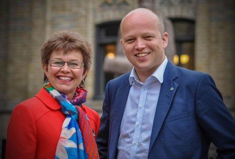 FORNØYDE: Kathrine Kleveland jubler over en god meningsmåling og satser på en plass på Stortinget sammen med Sps partileder Trygve Slagsvold Vedum.