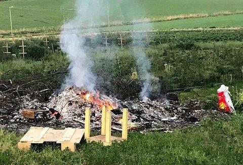 Slik så det ut da nødetatene kom frem til brannen i Slagendalen onsdag kveld.