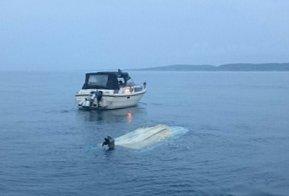 MISTENKELIG: Havnevesenet rykket tidligere i år ut til en mistenkelig hendelse, der det kunne se ut til at noen prøvde å kvitte seg med en gammel båt ved å senke den i havet.