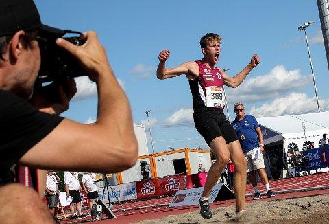 MER JUBEL? Henrik Flåtenes vant  tresteg  under NM på Hamar tidligere i sommer. Til helgen hopper han for Norge i Kristiansand.