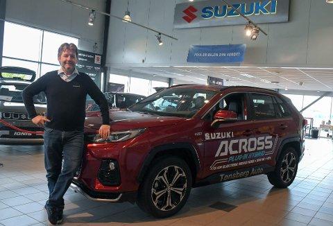 JUBILEUM: I 20 år ha Erik Andersen drevet bilbutikk. Suzuki har vært med han hele tiden.
