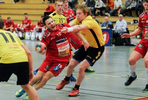 ALLSIDIG: Simen Fredriksen er mest kjent for sine håndballferdigheter, men kan åpenbart traktere enn fotball også.