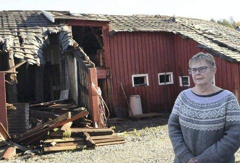 Slipper gebyr: Marianne Fløistad, som nå har tatt ned den gamle låven på Eidbo, slipper å få noe overtredelsesgebyr av Tvedestrand kommune. Arkivfoto
