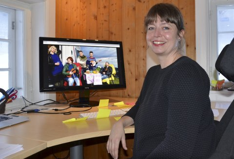 Jørn Hilme – stemnet: Festivalsjef for Hilme-stemnet, Ellen Persvold, kan lokke med «Hekla Stålstrenga» (bilete på pc) til Solefallskonserten på Jaslangen 10. juli 2018.