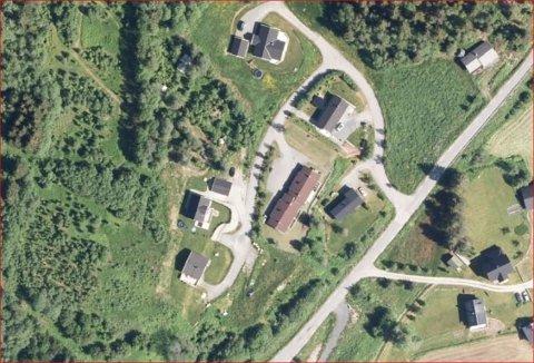 Ny bustadbygging: Dei aktuelle tomtene ligg til venstre og ovanfor den eksisterande bebyggelsen i Høve.