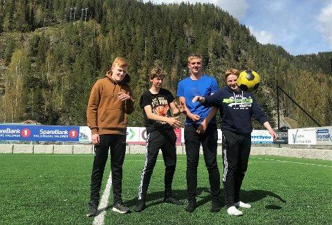 Fotballskole: Denne kvartetten lager fotballskole som elevbedrift. F.v. Oscar Venåsen Korsmo (14), Haakon B. Strøm (14), Elias Hansebakken (14) og Birk Østgård (15).