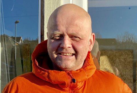 STARTEREGETSELSKAP:Veterinær Lars Gundersen holder på å etablere Smådyrklinikken i Nittedal på Bjertnestangen.