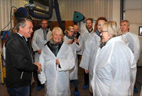 Daglig leder Mikal Eines i Smølen Handelskompani og hans stab imponerte fiskeriminister Elisabeth Aspaker og hennes følge av saksbehandlere i embetsverket med sin kreativitet, handlekraft og gjennomføringsevne.
