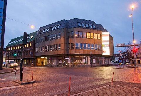 KJENT BYGG: Bygningen som ligger i Grev Wedels gate 12 og Farmannsveien 3, ble bygget på begynnelsen av 80-tallet. Nå kan den få et nytt, og vakrere utseende.