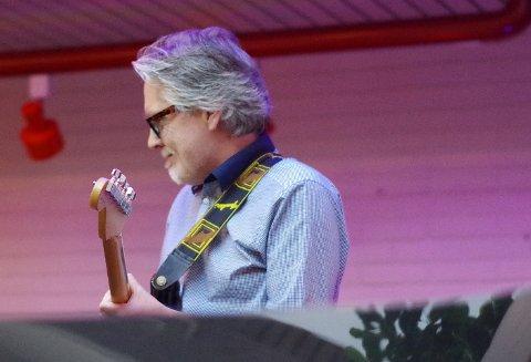 STRENGEMANN: Tor Volden fra Os på gitar.