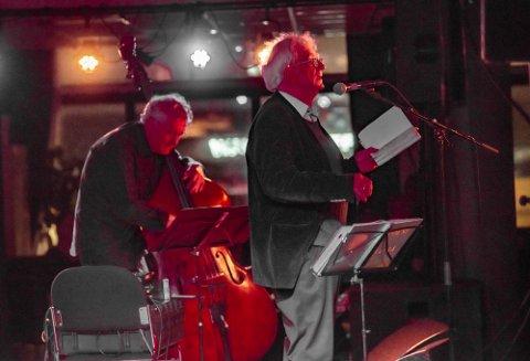 DUO: Jan Erik Vold leste fra sine verker og ble tonefulgt av Arild Andersen på kontrabass.