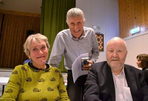 Margrethe Evjenth og Paul Moen tok turen frå Sunnmøre for å treffe gamle kjente. Ein av dei var John Bråten (bak), som Evjenth gjekk i klasse saman med på Løykja skole.
