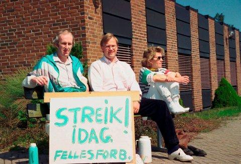 STREIK: EB ble til ABB, ble til Kitron. Flere ganger gjennom årene ble det streiket på arbeidsplassen. Hvilken anledning og årstall for dette bildet er ikke kjent. Fra venstre ser man Rune Johansen,  Torstein Melhus og Gro Flomark Søhus.Foto: AAB / ARKIV