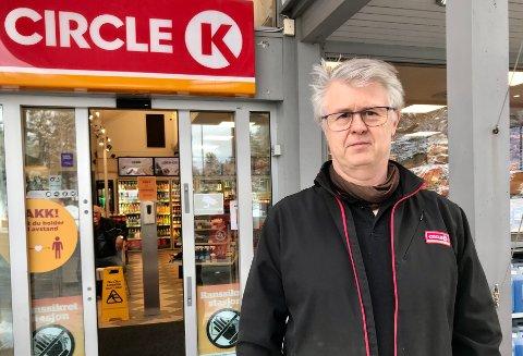 – Prisen kan svinge litt før vi er tilpasset hverandre, slik har det vært hele tida, sier Bjørn Larsen på Circle K i Risør.