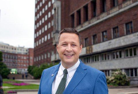 MINDRE SOSIALT: Smitteverntiltakene går hardt utover vårt sosiale liv, kanskje særlig for studentene, mener stortingskandidat og gruppeleder for Oslo KrFs bystyregruppe, Espen Andreas Hasle.