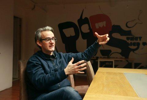 Bodøværinger og forfatter Endre Lund Eriksen har for tiden jobb som manusforfatter i NRK Super.