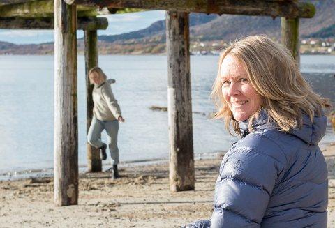 Prosjektleder for BolgArt, Helén Lindqvist, fulgte innspillingen av Wood, her på Mosanden på Reipå.