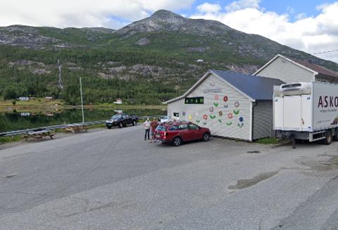 Ved E6: Med sin lokasjon langs E6 er lokalbutikken både et populært stopp-punkt og samlingssted for bygda. Skjermdump: Google