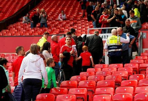 Manchester Uniteds kamp mot Bournemouth ble avlyst etter funn av en mistenkelig gjenstand i en av tribuneseksjonene.