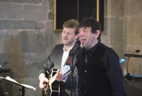 Det var flere kulturelle innslag under bisettelsen. Helge Jordal fremførte sangen «Jeg mater duene». En sang som Johannes Kleppevik og Fred Ove Reksten laget om «Ottoen» på 80-tallet.