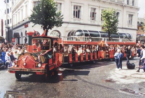Den første turen fikk barn fra Haukeland sykehus kjøre med toget i 17. mai prosesjonen.