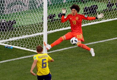 Tre ganger overlistet Sverige Mexicos keeper.