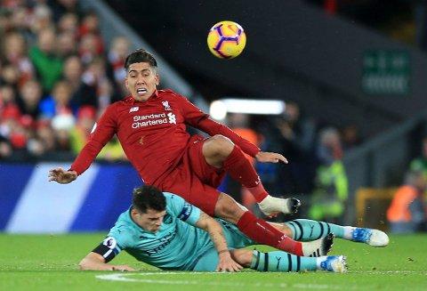 Liverpool og Roberto Firmino (foran) har en tøff bortekamp mot Brighton på lørdag. (Peter Byrne/PA via AP)