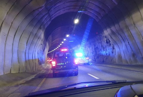 Ulykken skjedde omtrent midt i tunnelen.