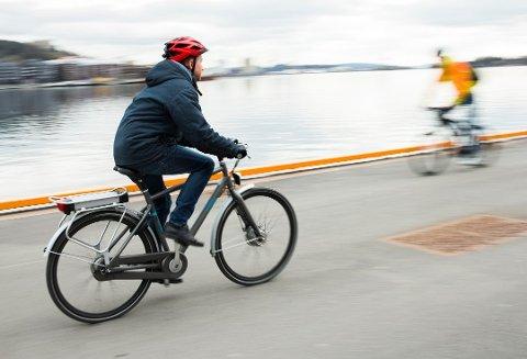 El-syklist havnet i klammeri med bilist på Stord. Illustrasjonsbilde. Foto: Berit Roald