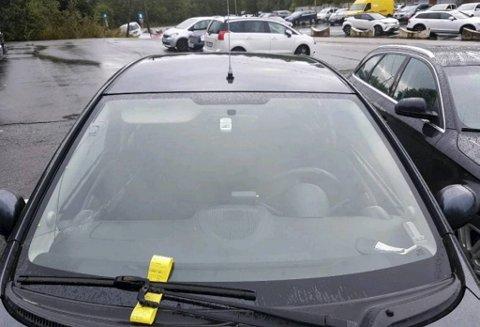 Dette synet møtte bileieren på Flesland da han kom hjem fra reise.