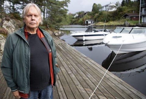 Mot strømmen: Hallstein Aadland er lokalpolitiker for Frp, men må                                                  nå fjerne bryggen han fikk reist ved Ådlandsstrømmen for omlag 10 år siden. FOTO: ARNE RISTESUND