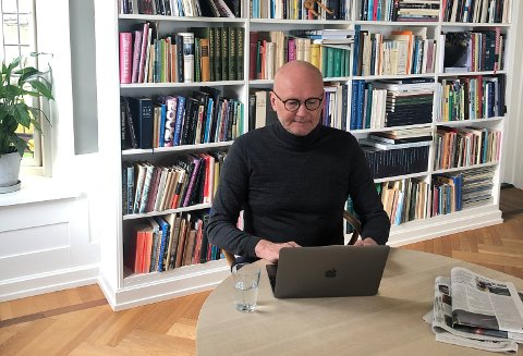 Festspill-direktør Anders Beyer på hjemmekontoret i Danmark i forrige uke.