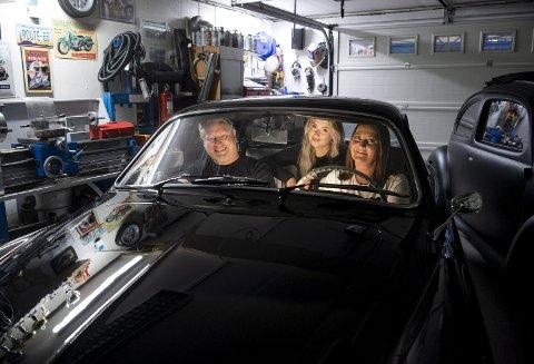Familien Berntsen Andersen har bygget Volkswagen-bar i kjelleren, og i mai blir det temabryllup når Trond og Hege gifter seg. I baksetet i en av familiens Volkswagen-biler sitter parets datter Emilie Berntsen (17).