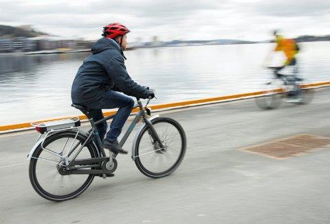 ETTERLYSER HANDLING: «...det må følge handling med ord», skriver Erik Bache Steen som mener sykkelforholdene ikke er så gode utenfor sentrumskjernen i Drammen.