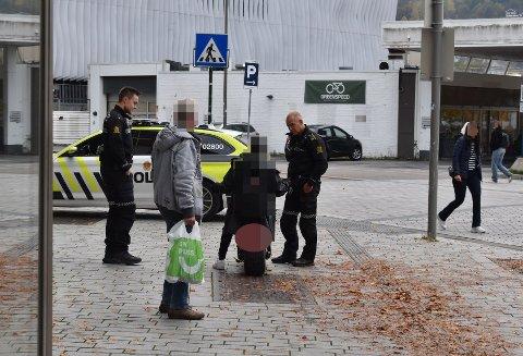 Politiet stanset onsdag en 19-åring i Drammen sentrum. Mannen kjørte en ulovlig elektrisk scooter rett foran snuta på lovens lange arm.