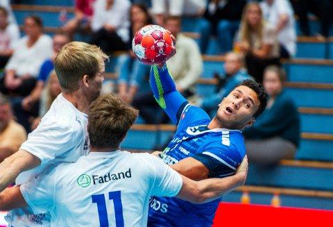 DRammen HK - Sandefjord. Drammenshallen. Serieåpning håndball herrer. Sindre Aho