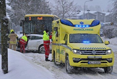 Det var onsdag formiddag at en bil og buss kolliderte i Austadveien.