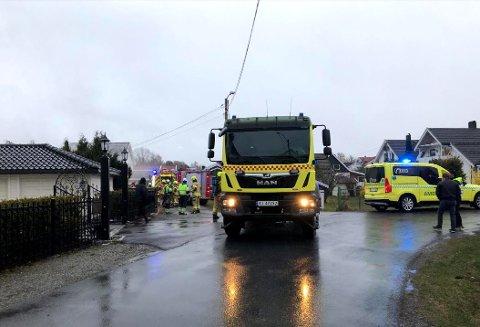 Det begynte å brenne i en bygning i Hokksund onsdag kveld.