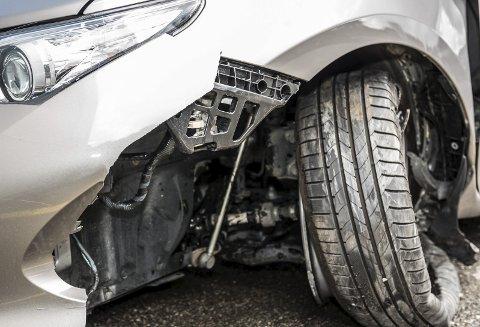 Flaks: Hvis du slipper unna med slike skader, og bare på egen bil, er du mer enn heldig. Ta ingen sjanser, oppfordrer Gjensidige.