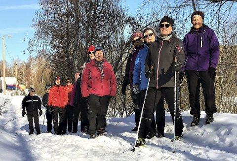 LOESMOEN: Gågruppa «til Karen» Laugerud møtes hver tirsdag og torsdag og bruker turstien på Loesmoen. Men det vinterlige vedlikeholdet til kommunen imponerer ikke.