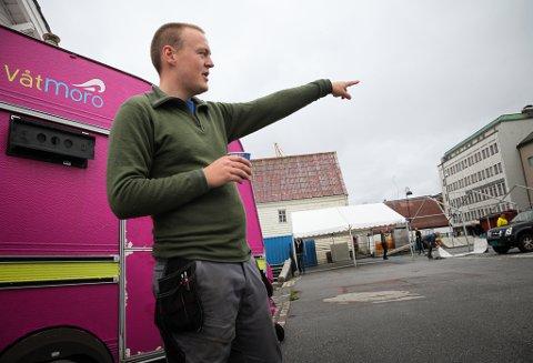 I år er torggata-bakken ein del av festivalområde. – Vi treng plassen og det blir nok eit supert mingleområde, forklarar festivalsjef Fredrik Helland.